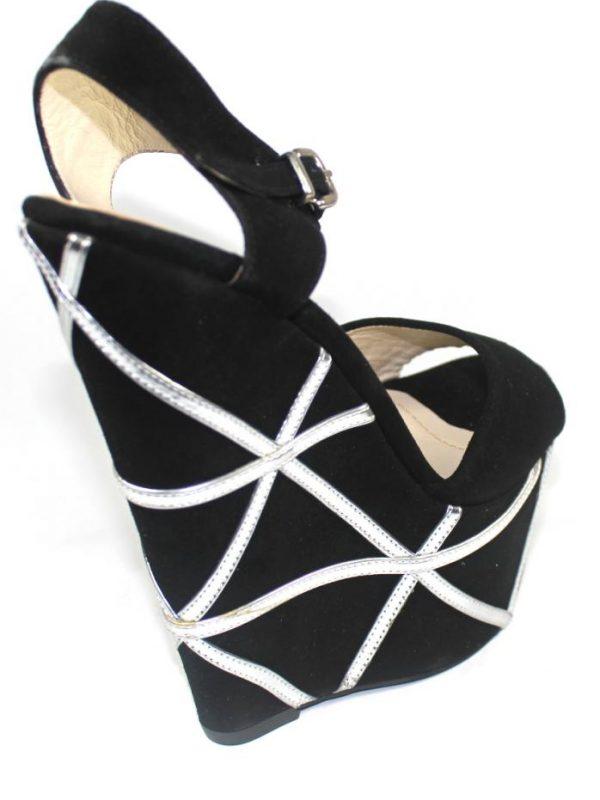 Ефектни сандали в черно и сребристо Sara Pen