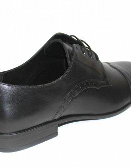 Кожени обувки в черно Sara Pen