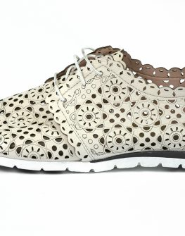 Бели обувки с перфорирана кожа