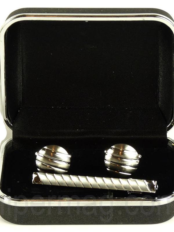 Бутонел - комплект от игла и ръкавели