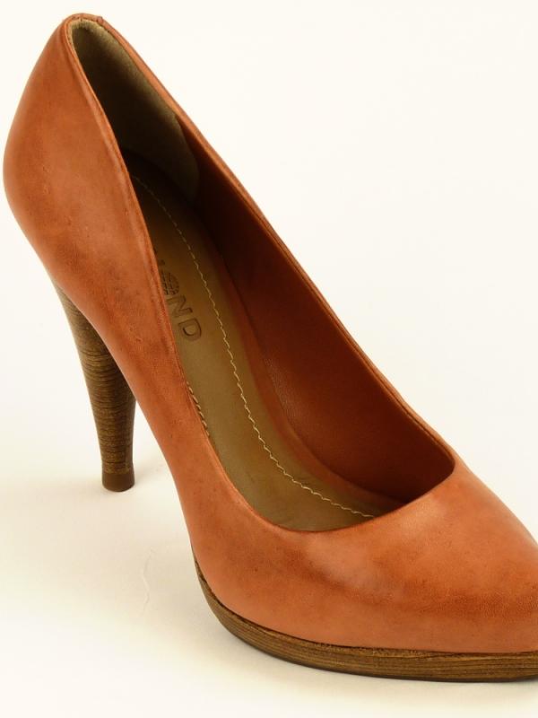 Дамски обувки DUMOND със стилна линия