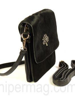 Дамска чанта със златист акцент в черен цвят