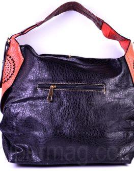 Черна дамска чанта с контрастна дръжка