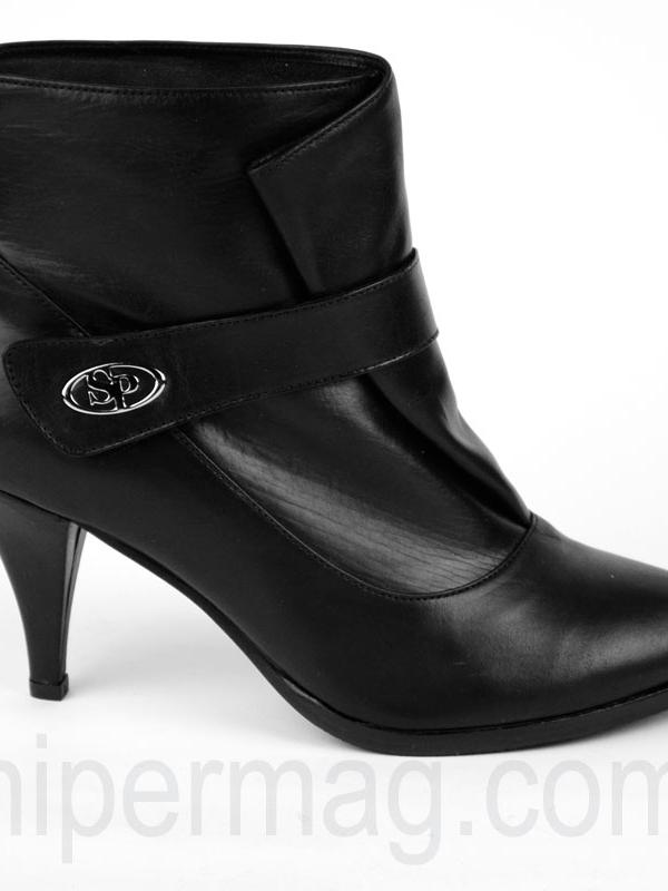 Черни боти с лого - от Sara Pen