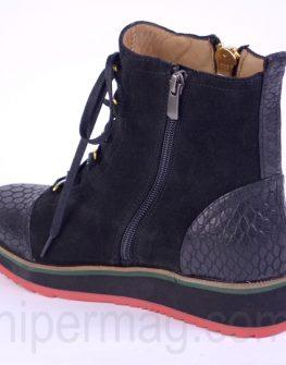 Спортни зимни обувки от Sara Pen