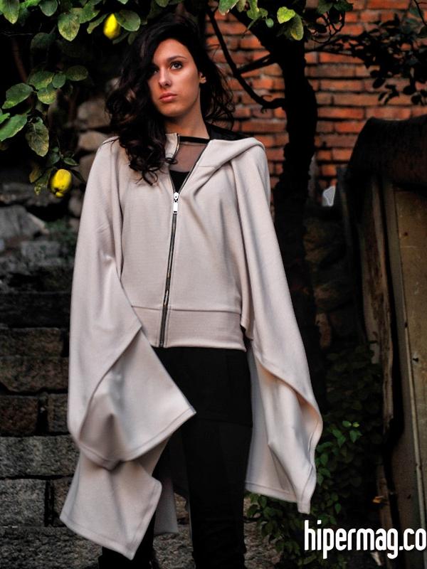 Дамско пончо с качулка – от La Speciale