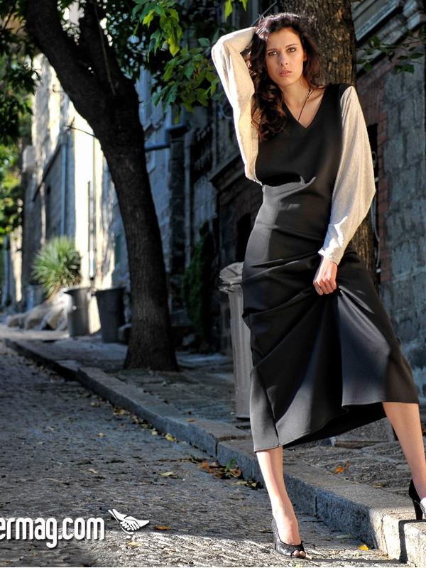 Дълга черна рокля с широки ръкави – от La Speciale