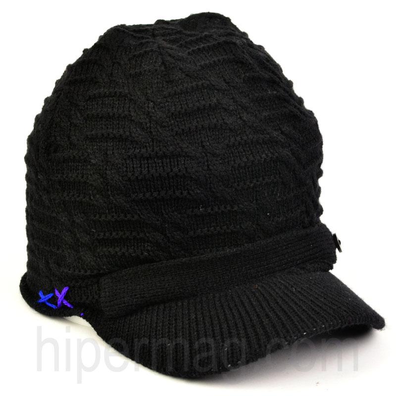 Дамска шапка за студените месеци