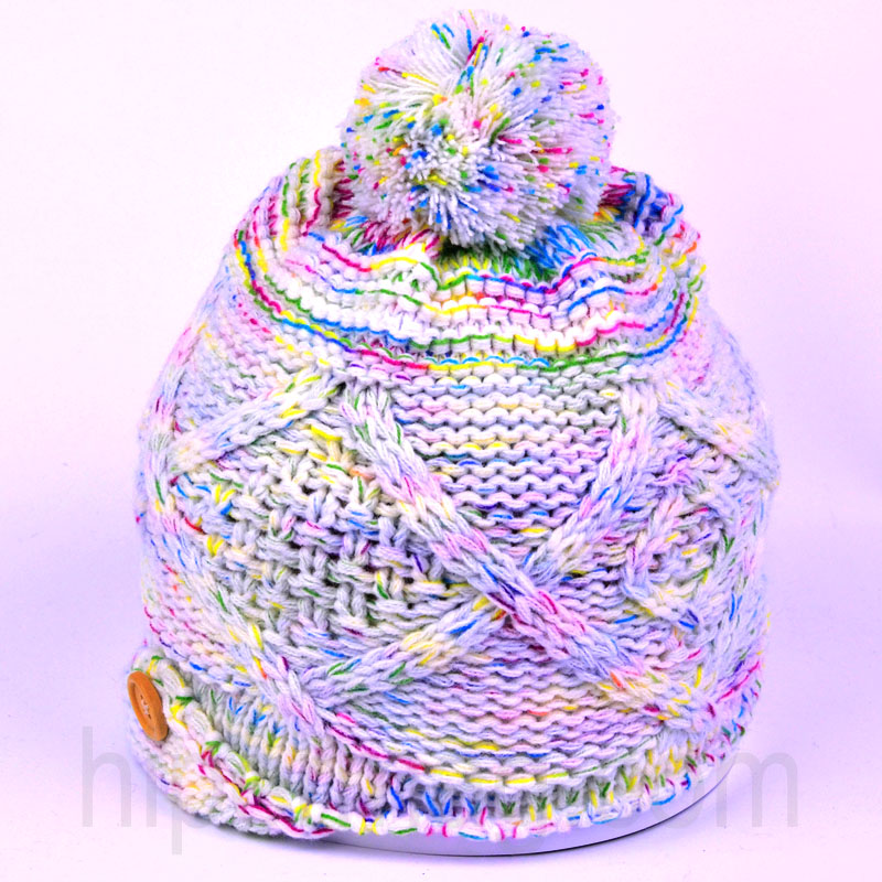 Цветна дамска шапка за зимата