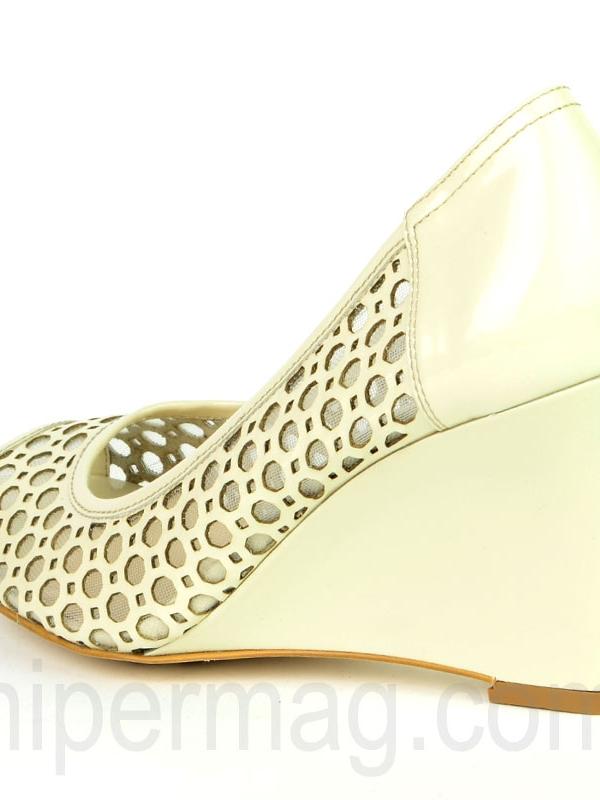 Бежови дамски обувки с платформа - Sara Pen