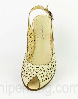 Бежови дамски сандали Diamond