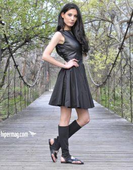 Екстравагантна черна рокля от LaSpeciale