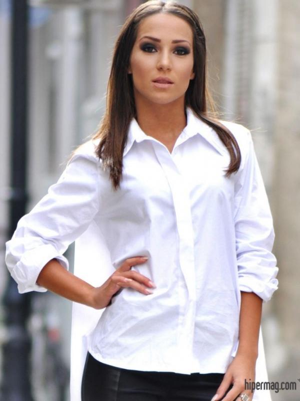 Дизайнерска бяла риза с гръб квадрат