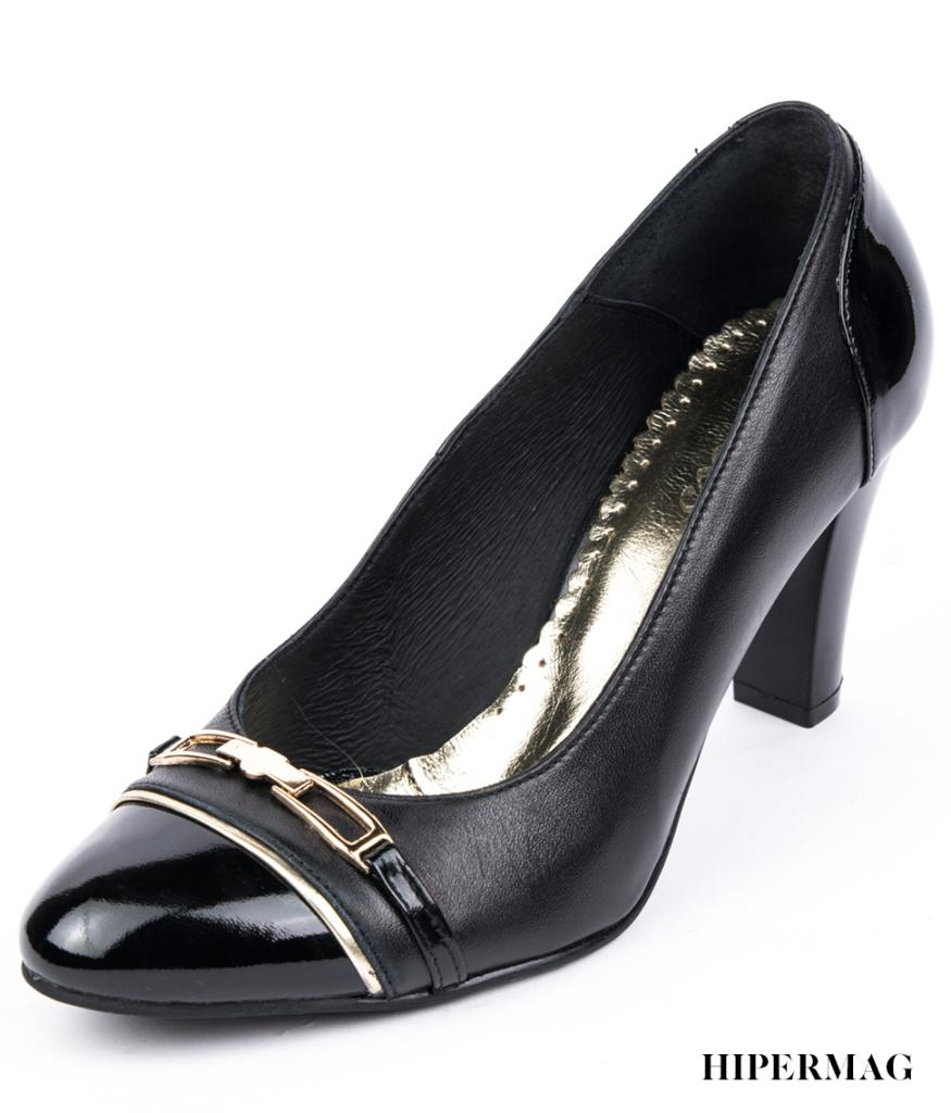 Дамски обувки на ток с метална декорация Balis