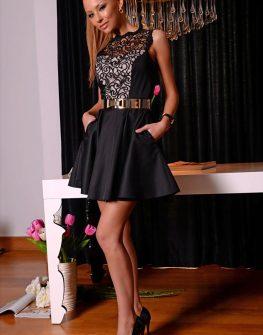 Къса черна рокля с дантела