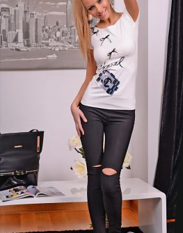 Бяла тениска с панделки