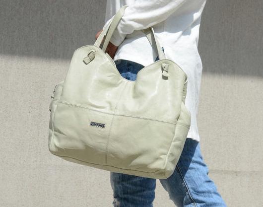 Дамска чанта в цвят екрю Kotyto