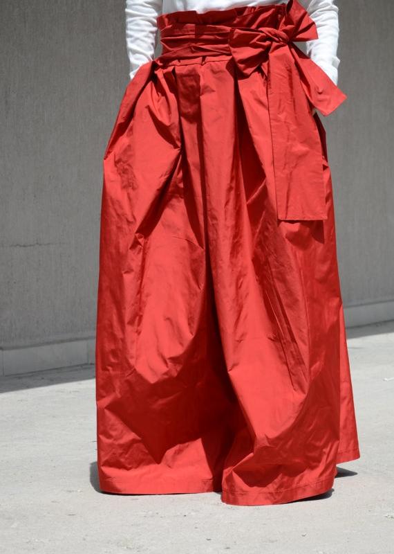Дизайнерска пола в червено Kotyto