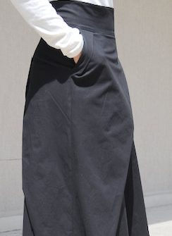 Дизайнерска пола в черно Kotyto
