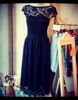 Черна дантелена рокля Aggata