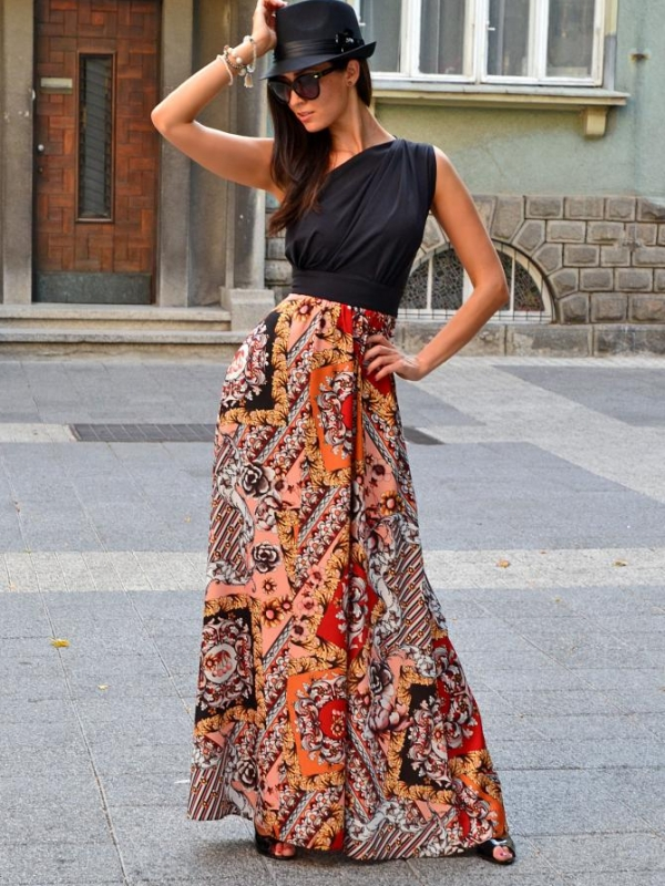 Ефектна рокля DPmoda с изрязан гръб