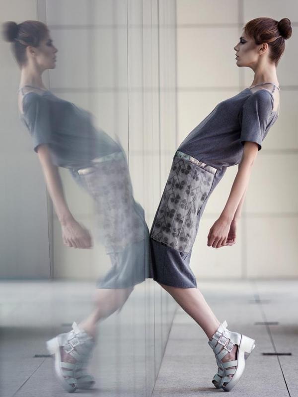 Дизайнерска рокля в тъмносиво Pulse