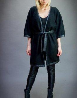 Дамска жилетка в черно Aggata