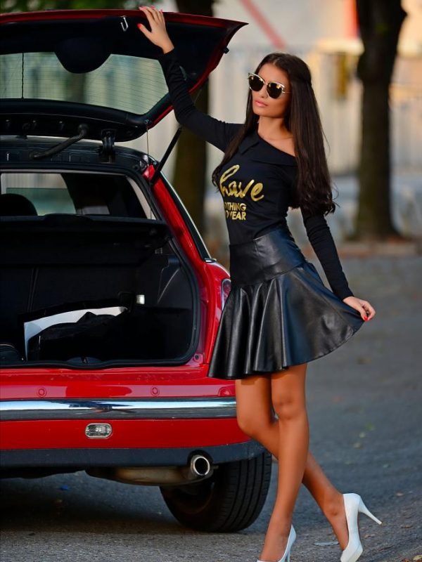 Дамска блуза със златиста щампа DPmoda
