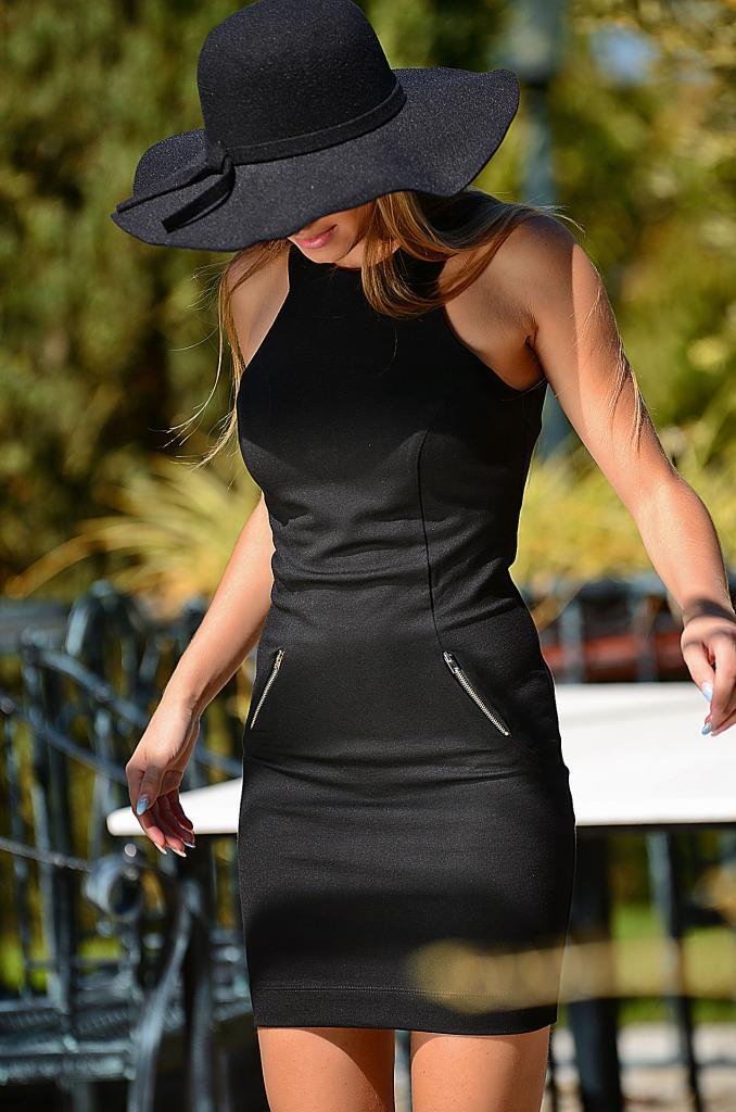 Стилна рокля в черен цвят DPmoda