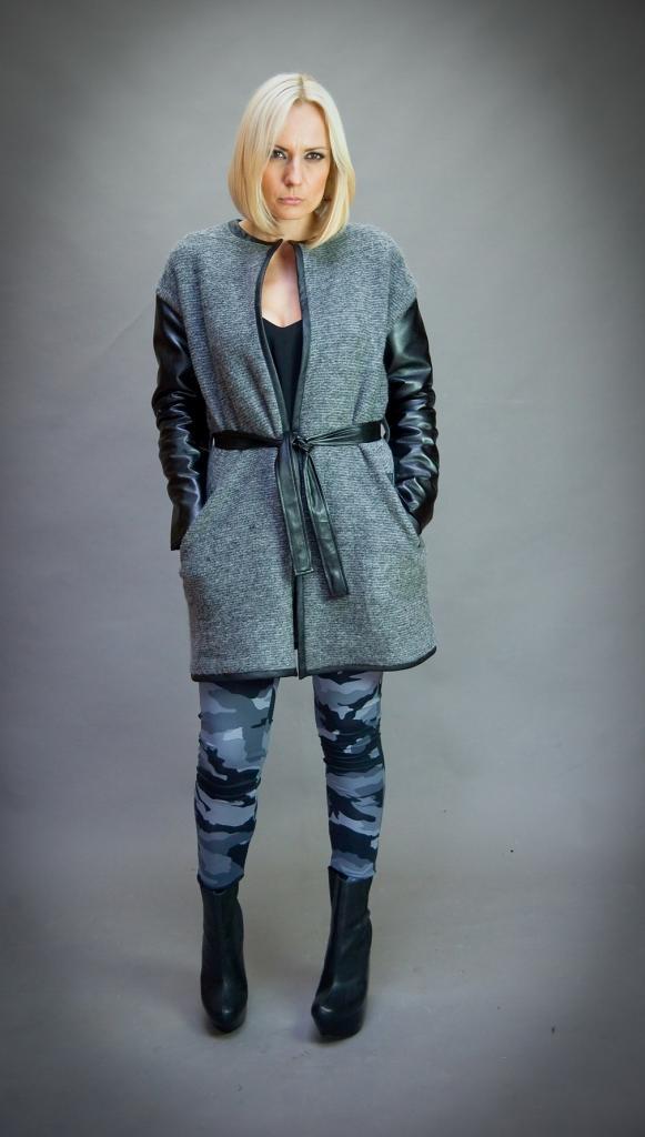 Сива плетена жилетка с кожени ръкави Aggata