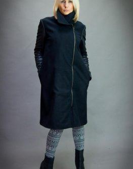 Черно палто с асиметрично закопчаване Aggata