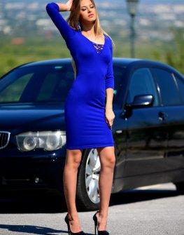Елегантна рокля с изрязан гръб DPmoda