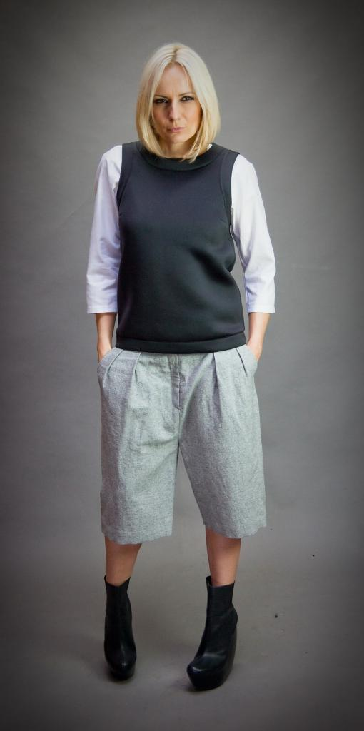 Широк сив панталон Aggata