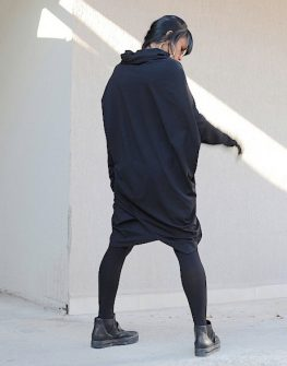 Екстравагантна рокля в черно Kotyto