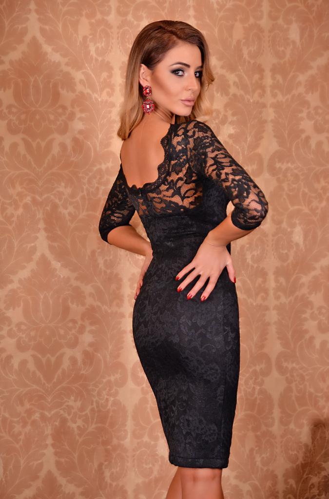 Дантелена рокля в черно DPmoda