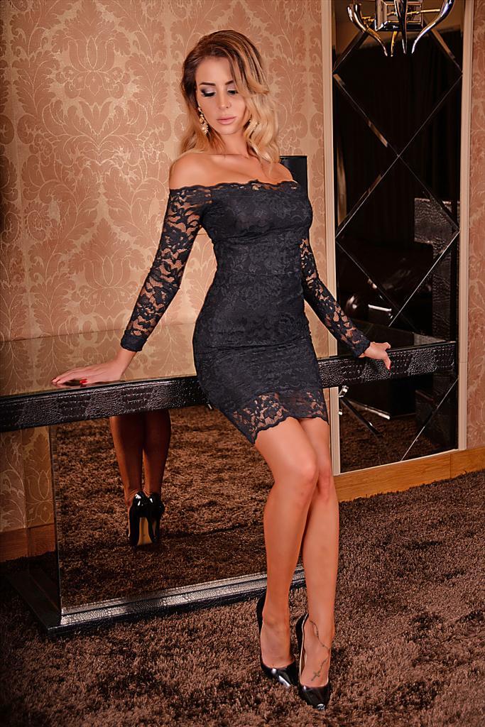 Стилна черна дантелена рокля DPmoda
