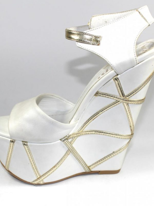 Елегантни сандали в бяло и златисто Sara Pen