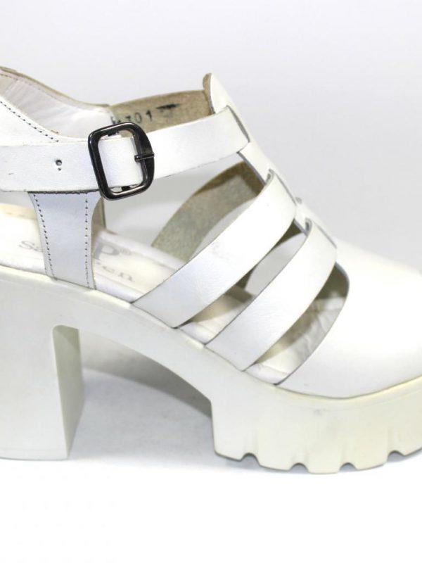 Високи сандали в бял цвят Sara Pen