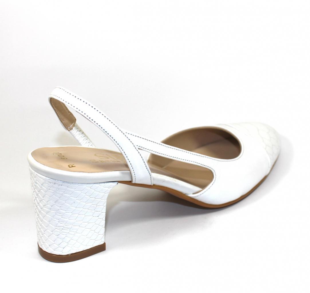 f1cebff3c3e Бели дамски сандали Sara Pen