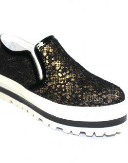 Дамски обувки от лак и дантела Sara Pen