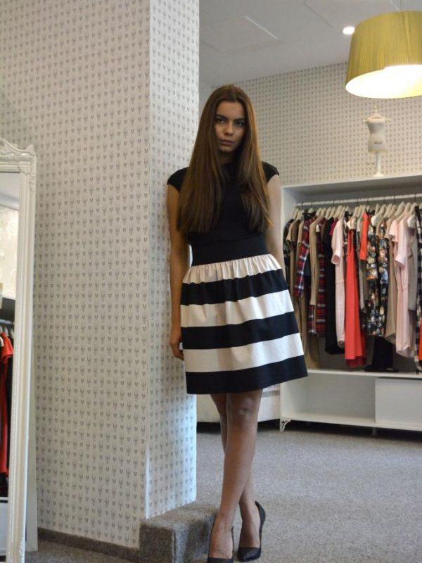 Черно - бяла пола в макси размери Aggata