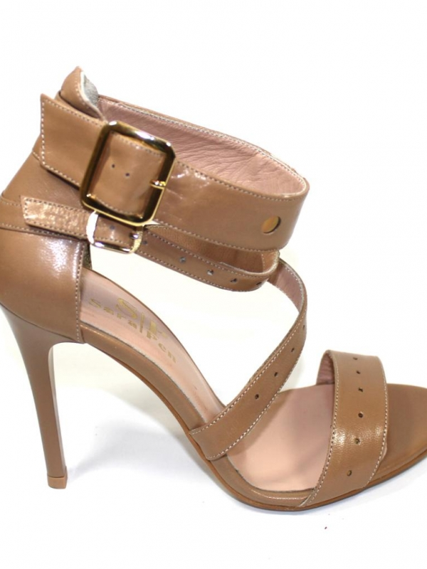 Дамски сандали в бежово Sara Pen