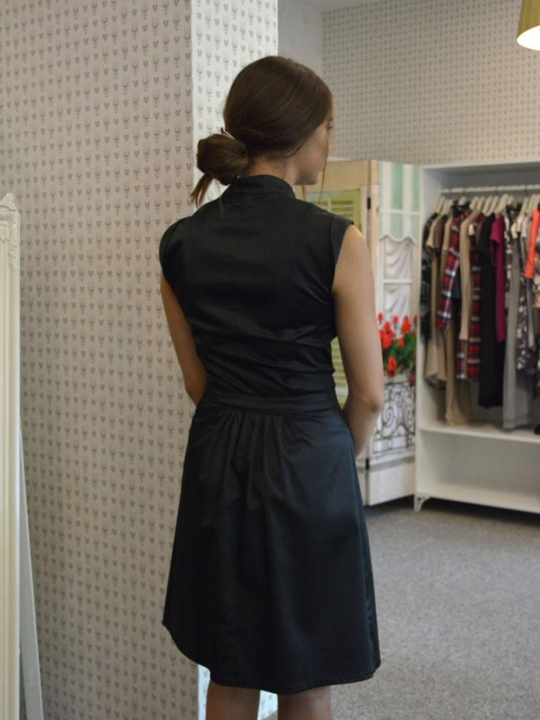 Стилна рокля в черно Aggata