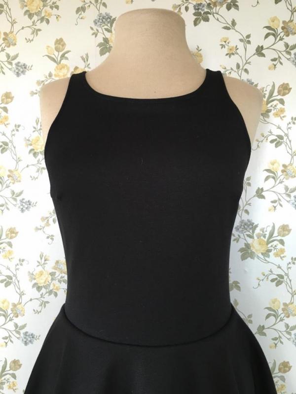 Къса черна рокля Aggata