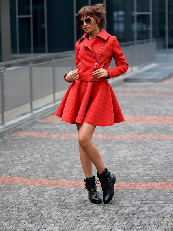 Късо дамско яке в червено DPmoda