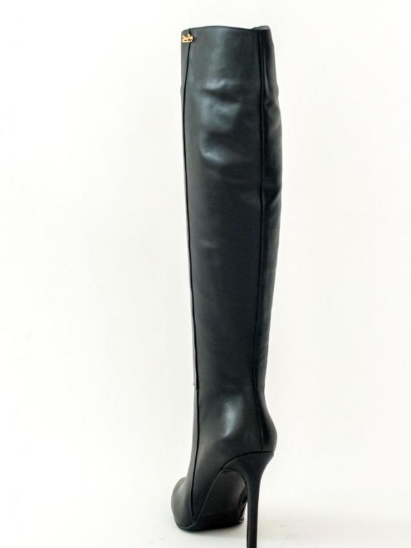 Високи черни дамски ботуши - от Sara Pen