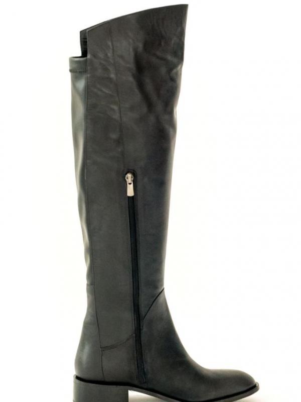 Дамски ботуши в черно Sara Pen