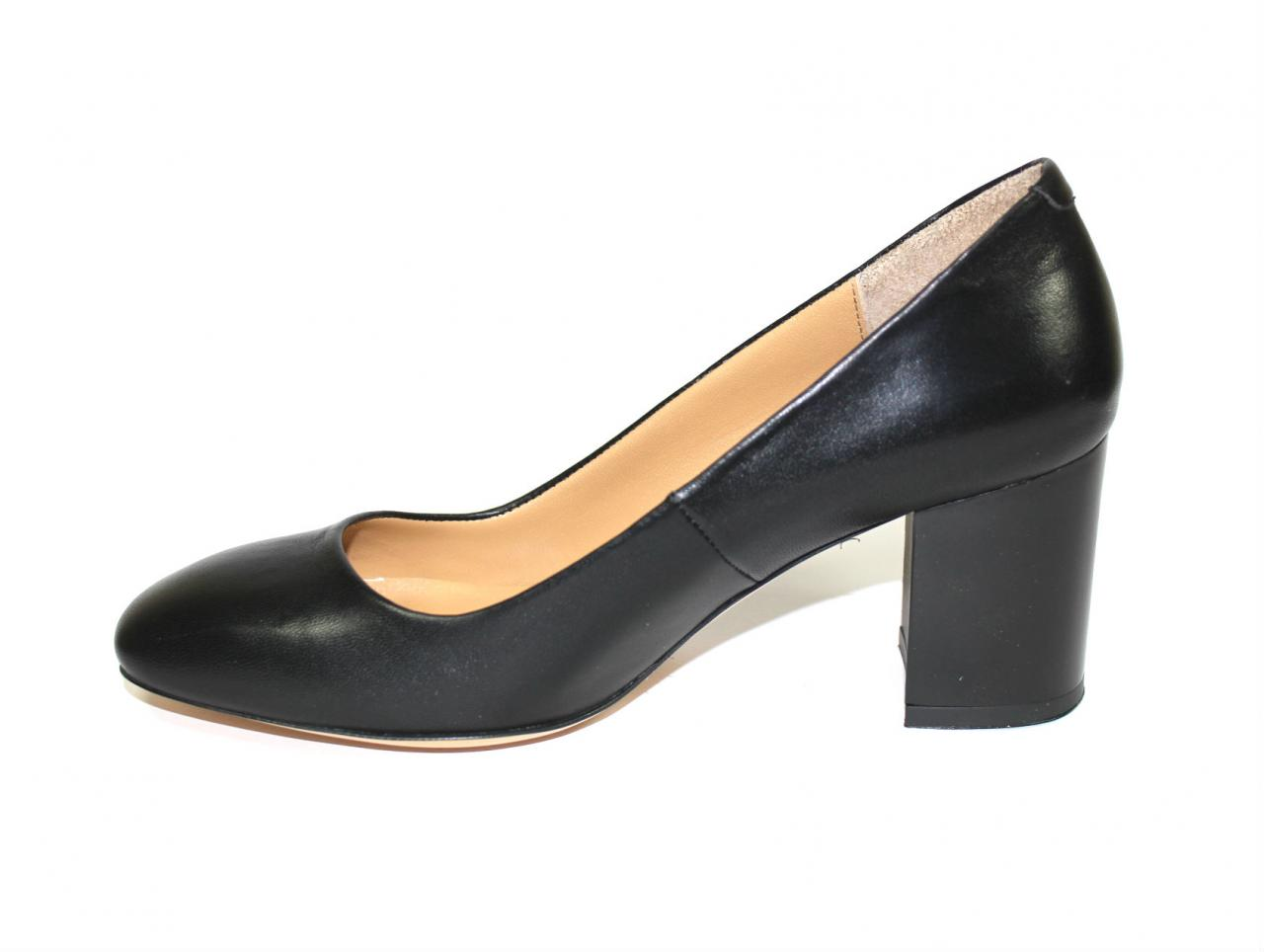 Черни дамски обувки със златист акцент на тока - Sara Pen