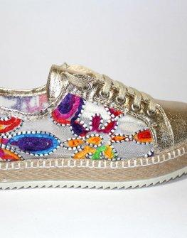 Дамски спортни обувки с цветен акцент Sara Pen