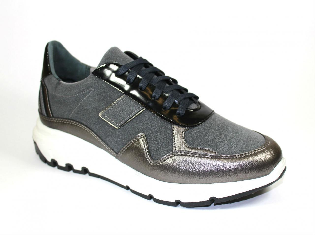 Сиви спортни обувки Sara Pen